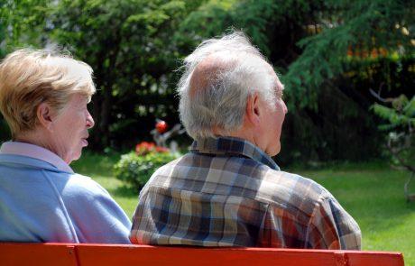 על ההתלבטות בין מעבר אל בית אבות או העסקת מטפל סיעודי ביתי